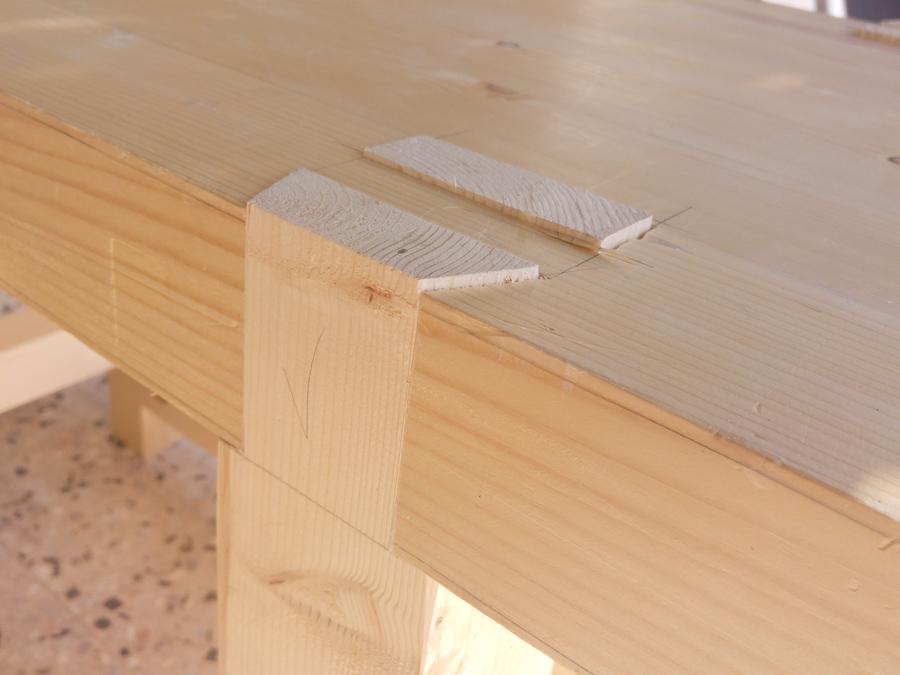 חיבור רגליים שולחן נגרים