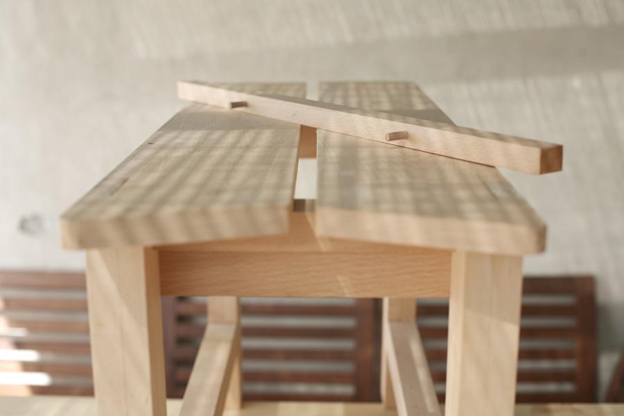 ספסל ניסור מסורתי עם גדר