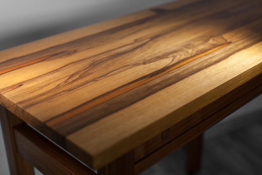 שולחן איפור בהזמנה אישית