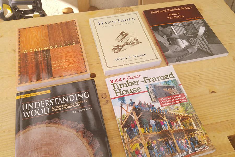 ספרים על נגרות מסורתית