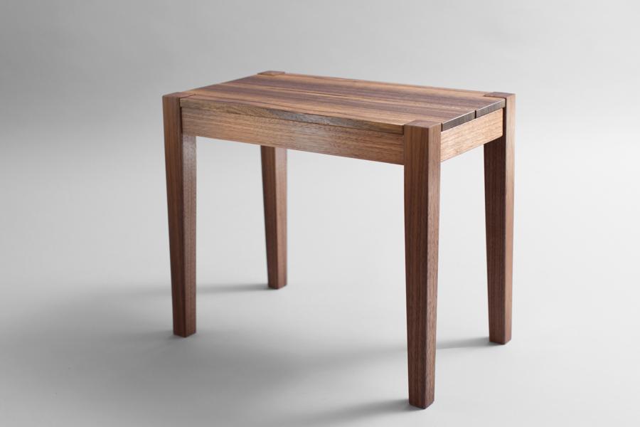 כיסא ישיבה מעץ